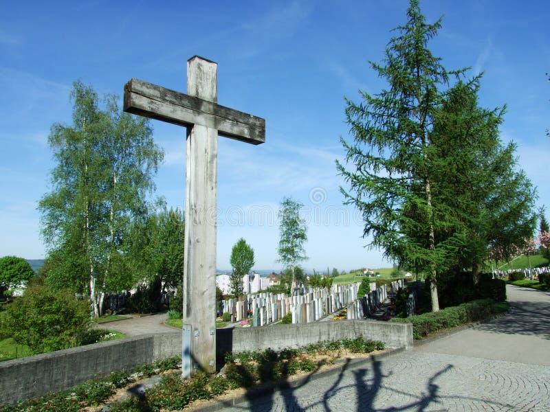 Крест на кладбище города в Gossau стоковые изображения rf