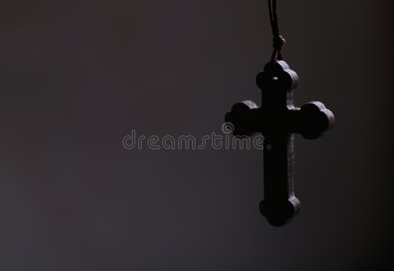 Крест с темной предпосылкой стоковые изображения