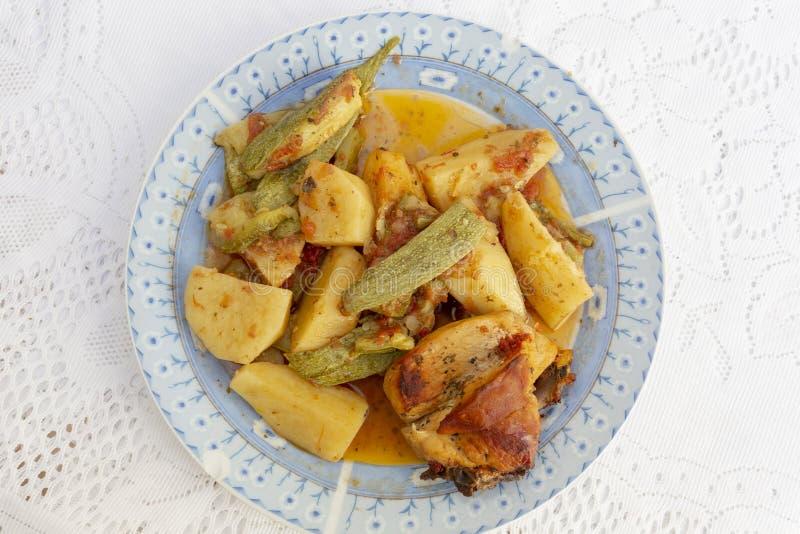 Кретановая курица и вегетарианка сверху стоковые изображения rf