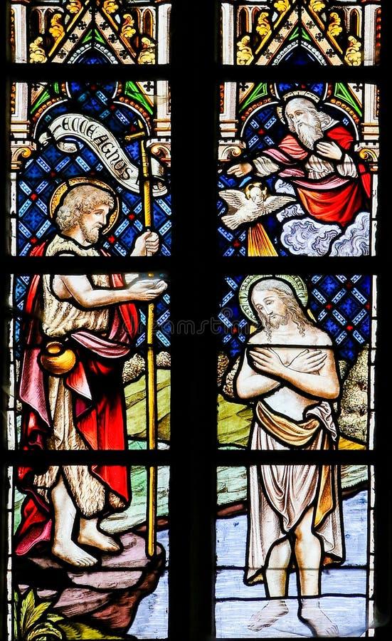 Крещение Иисуса St. John - цветным стеклом стоковое фото