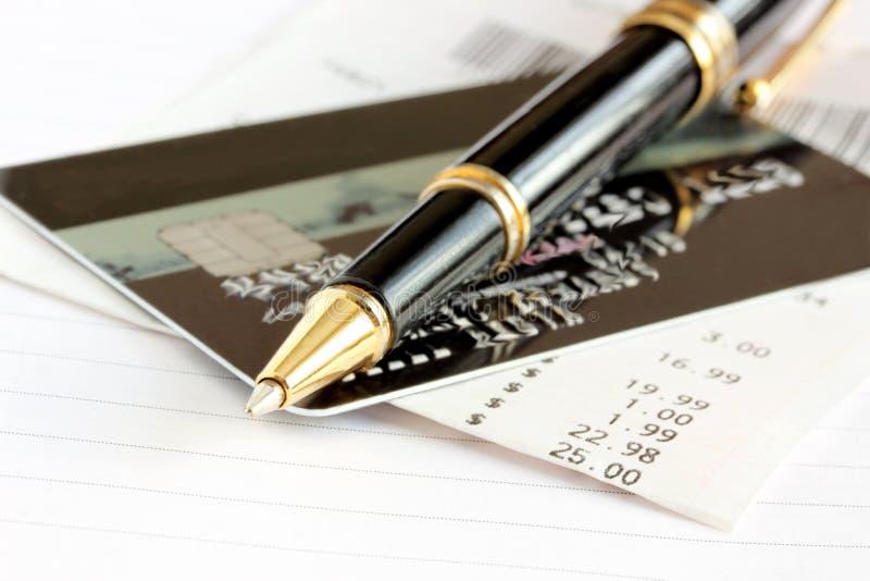 Кредитная карточка и ручка стоковые изображения