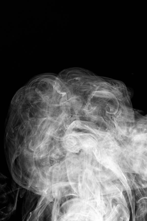 Кривые и волна дыма предпосылки на черной предпосылке стоковое изображение rf