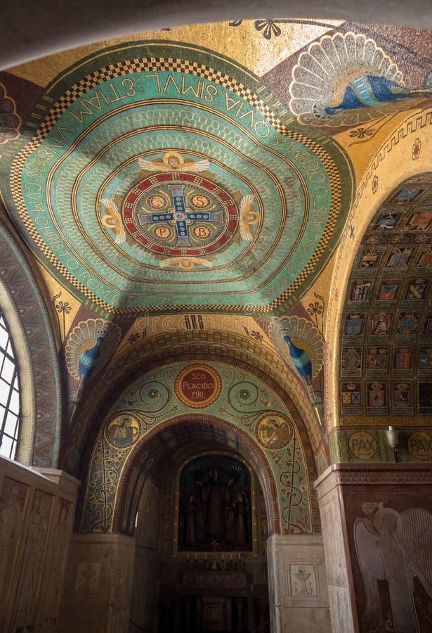 Крипта внутри собора базилики на аббатстве Monte Cassino Италия стоковая фотография rf