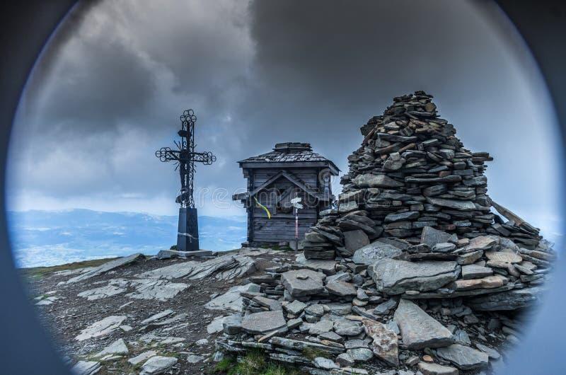 Крипта на горе Духовное место для верного пик стоковые фото