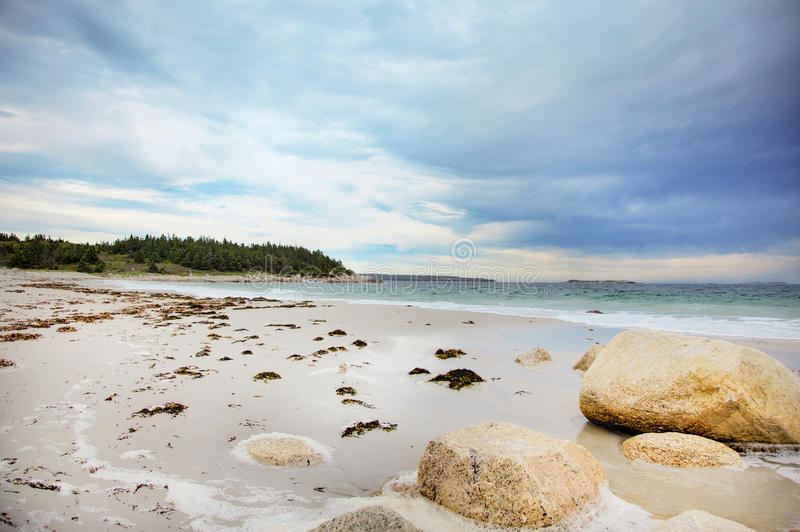 Кристаллический серповидный пляж стоковое фото