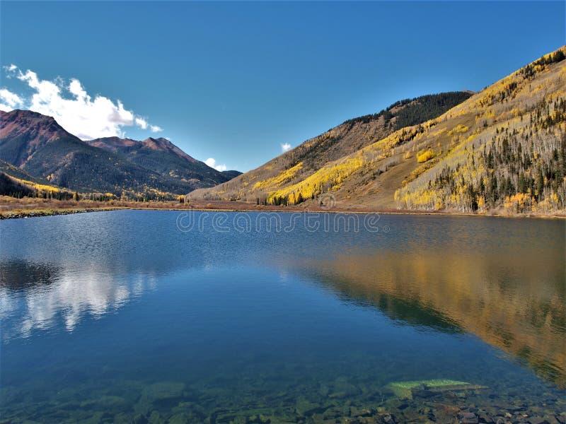 Кристаллическое озеро вдоль миллиона шоссе доллара стоковые фото