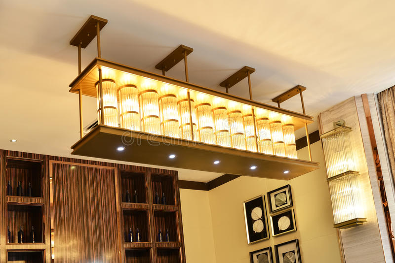 Кристаллическое освещение потолка стоковые изображения
