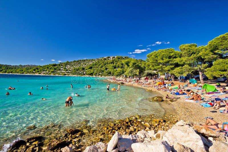 Кристл - ясный пляж бирюзы в Хорватии стоковые фотографии rf