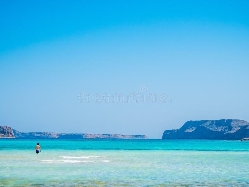 Крит, Греция: Взгляд лагуны Balos paradisiacal пляжа и моря стоковые изображения rf