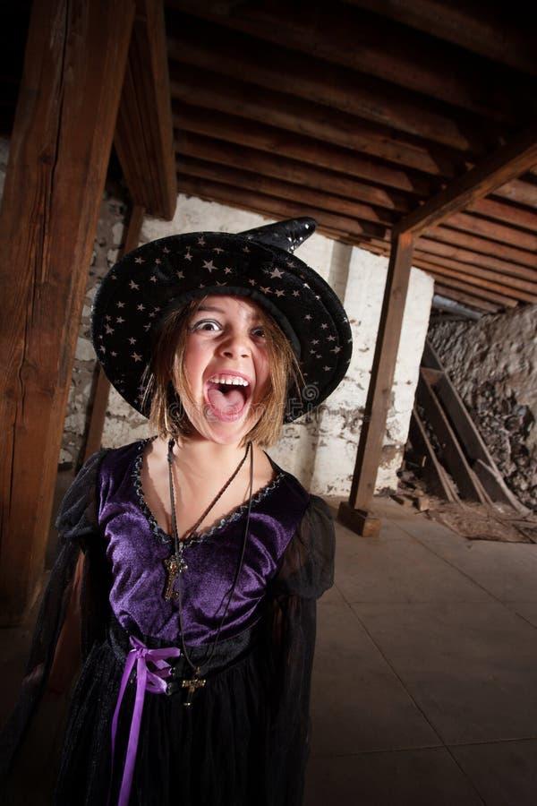 Кричащая молодая ведьма Стоковые Изображения RF