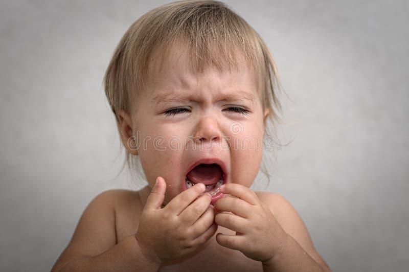 Кричащий плача младенец стоковое изображение rf