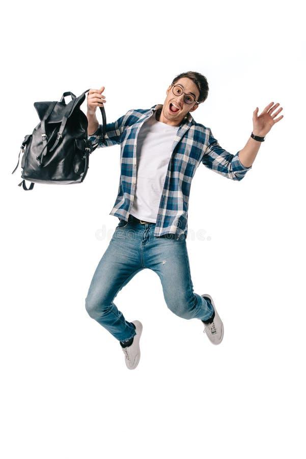 кричащий студент скача с рюкзаком стоковая фотография rf