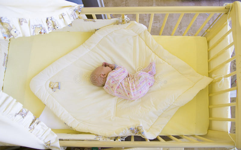 кроватка младенца стоковое фото