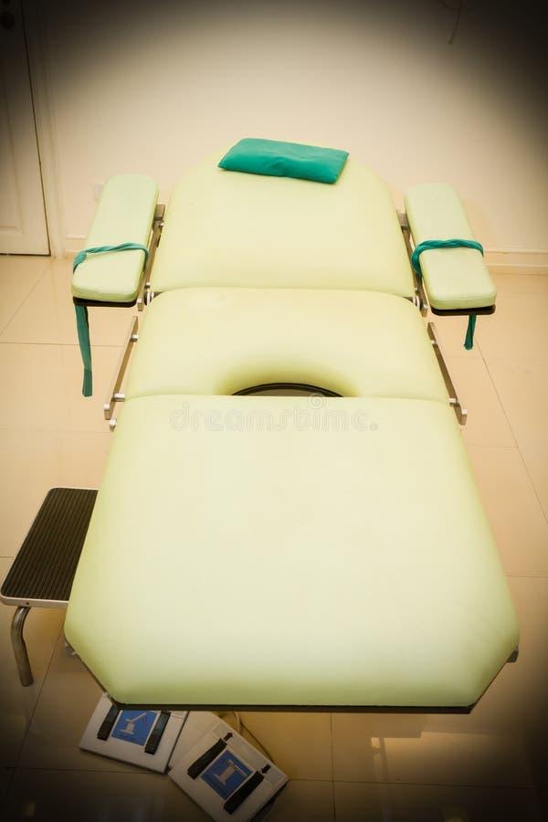 Кровать в комнате operaion стоковое изображение