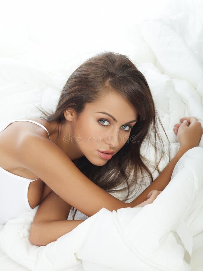 кровать красотки стоковое фото