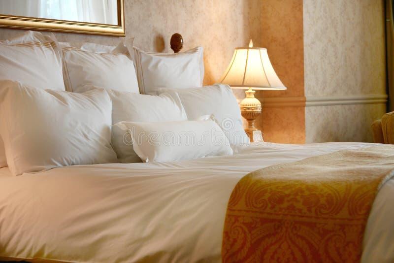 кровать небесная стоковое изображение rf