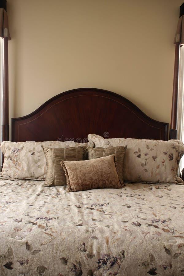 кровать роскошная стоковое фото