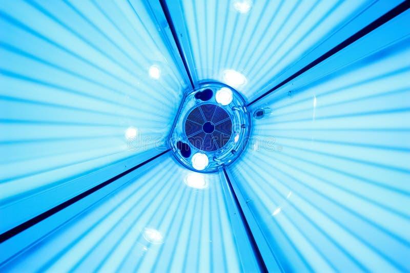 Кровать солярия загорая, взгляд from inside стоковое фото