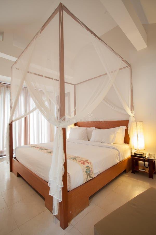 Кровать с балдахином стоковые фотографии rf