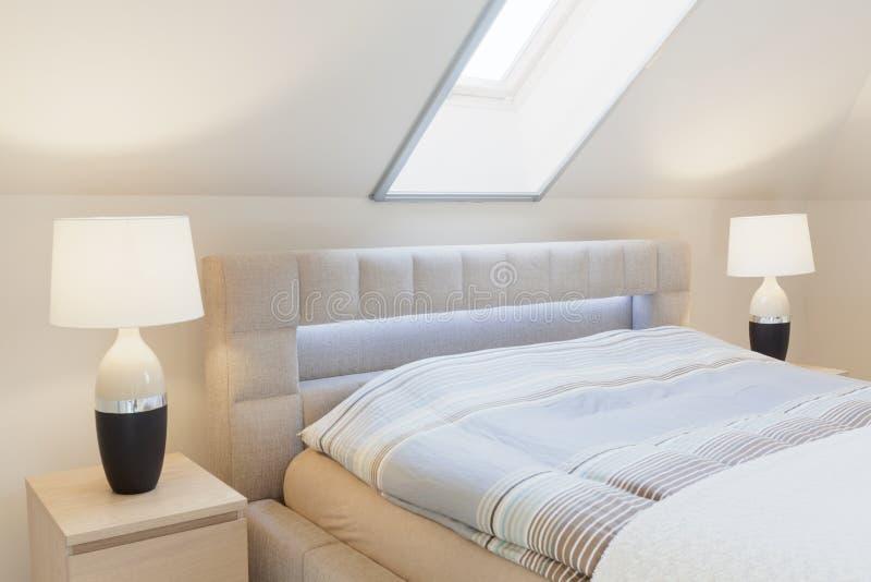 Кровать с изголовьем стоковая фотография