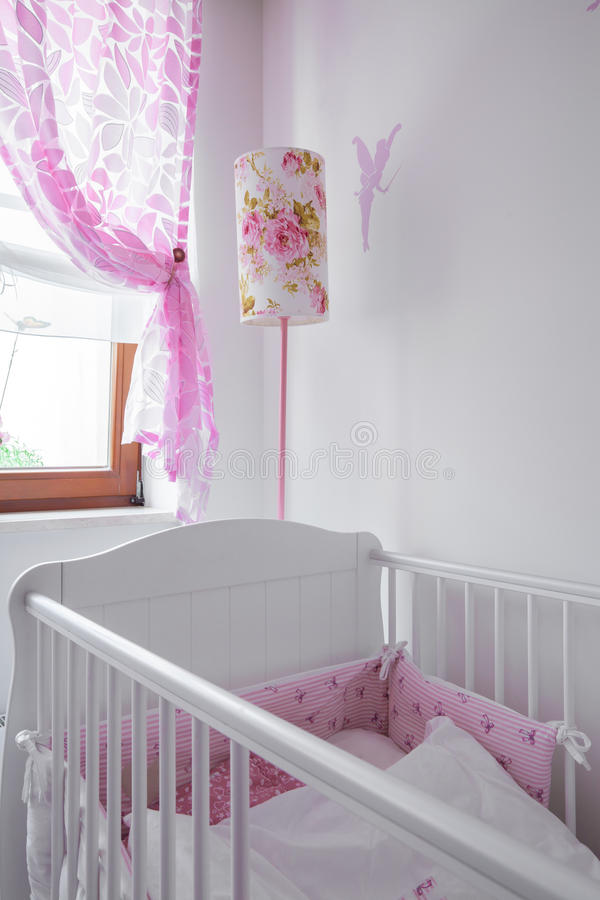 Кровать для маленького ребенка стоковые изображения