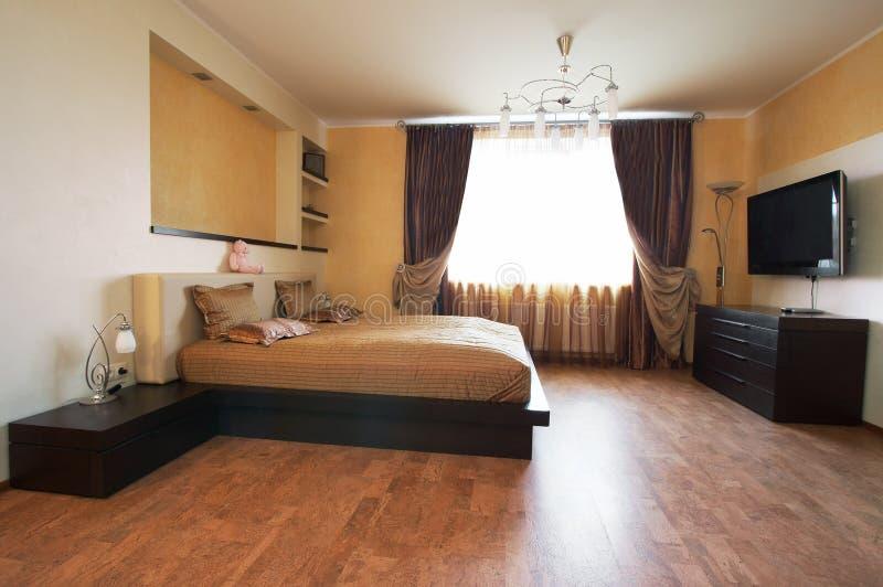кровать tv стоковое фото rf