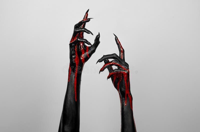 Кровопролитные черные тонкие руки смерти стоковая фотография rf
