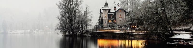 Кровоточенное озеро в утре, Словения стоковые изображения rf