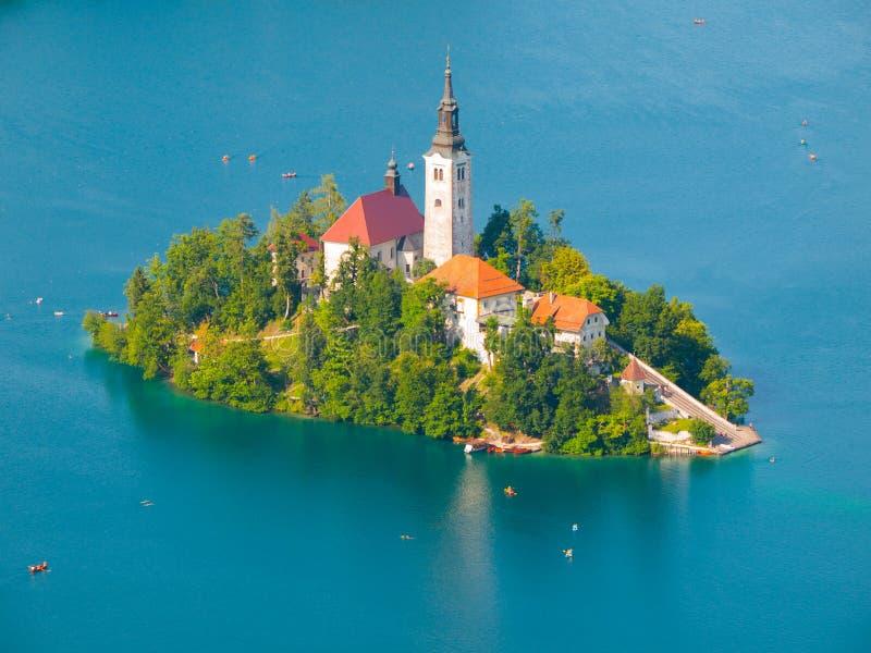Кровоточенное озеро с островом и церковью стоковое фото