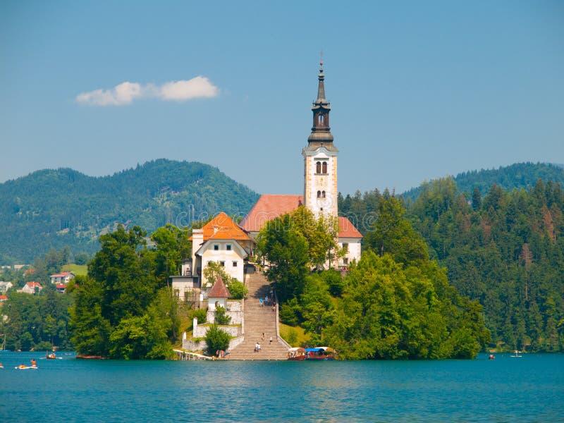Кровоточенное озеро с островом и церковью стоковые изображения