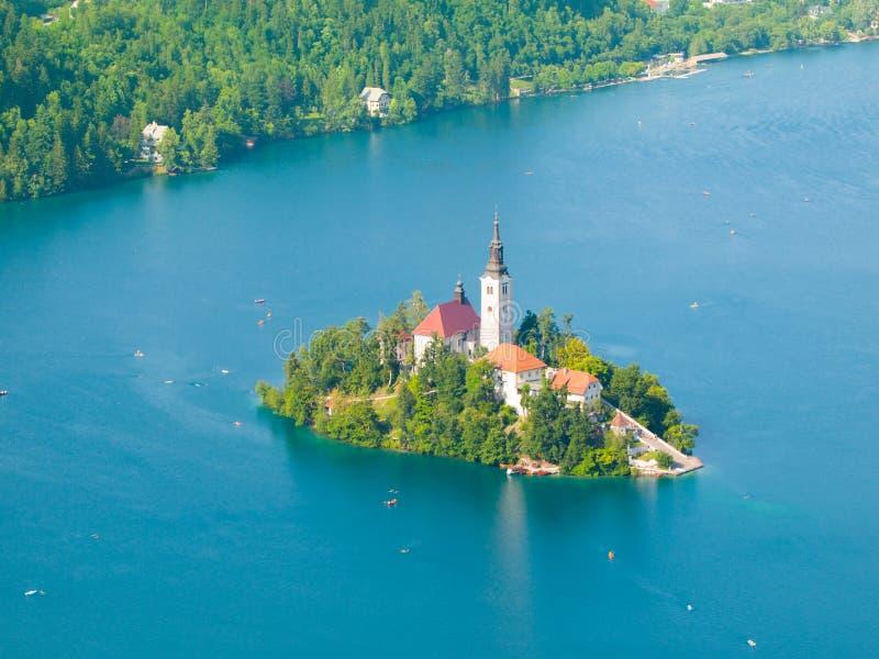 Кровоточенное озеро с островом и церковью стоковое изображение
