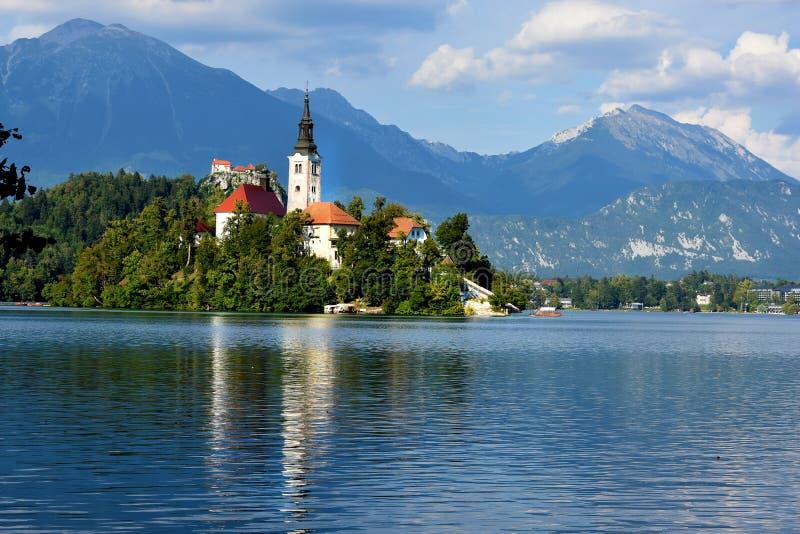 Кровоточенное озеро, церковь и замок стоковое фото rf