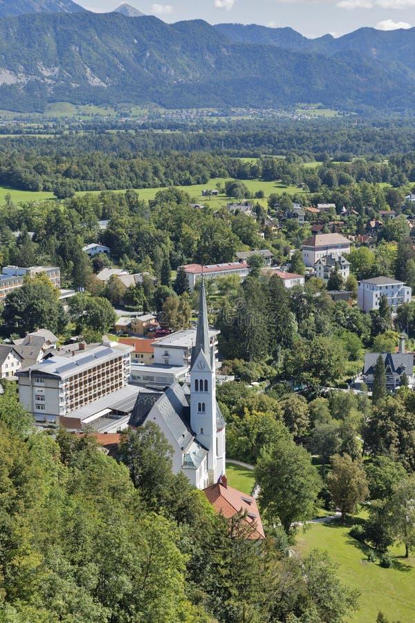 Кровоточенный городской пейзаж городка, Словения стоковое изображение rf