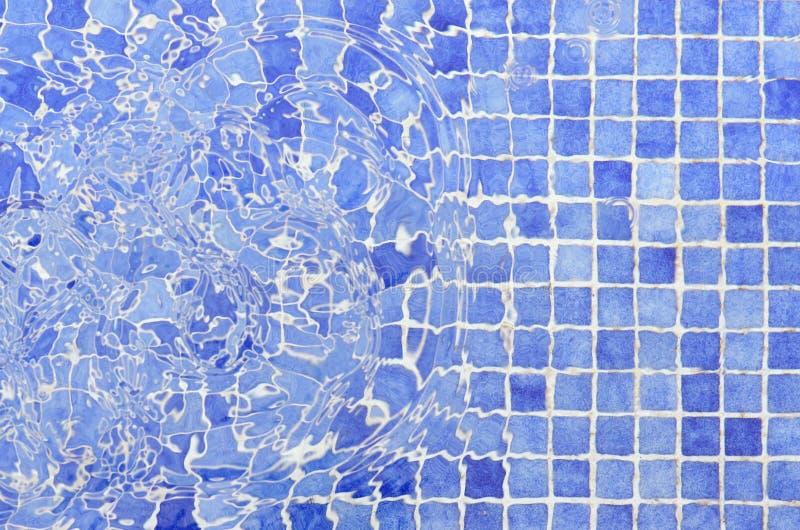 Кроет воду черепицей плиток бассейна мозаики стоковая фотография rf