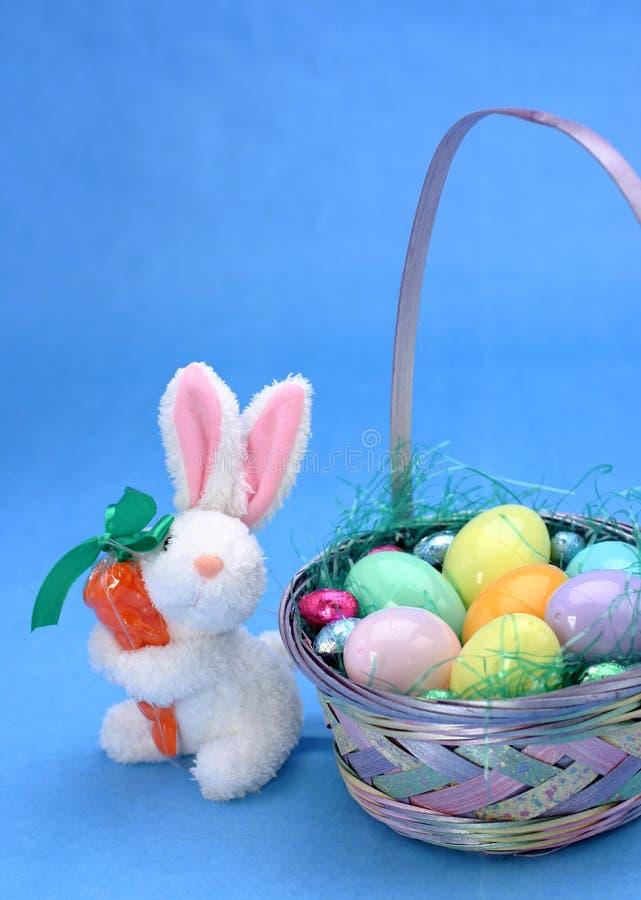 Download кролик пасхи стоковое изображение. изображение насчитывающей праздник - 79669