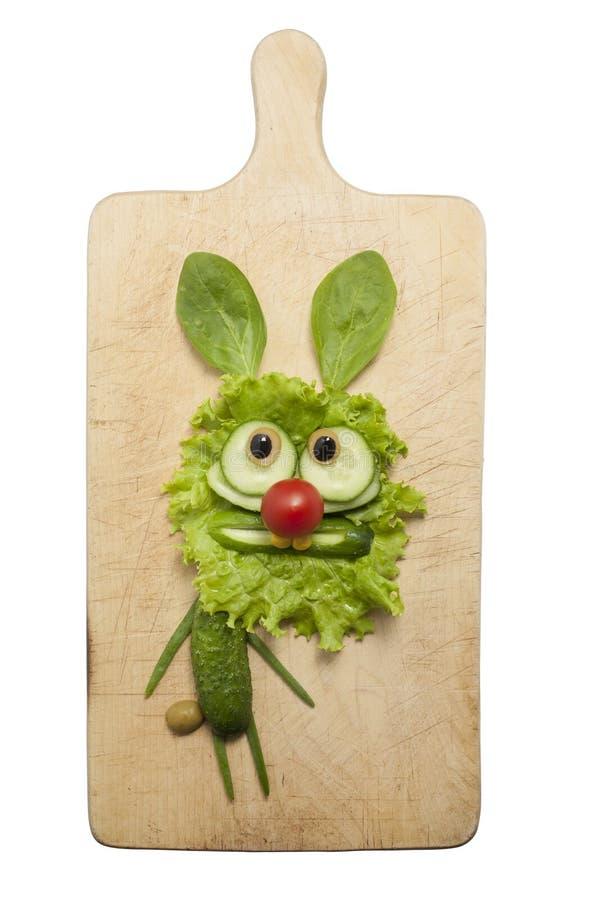Кролик сделанный с зелеными овощами стоковая фотография