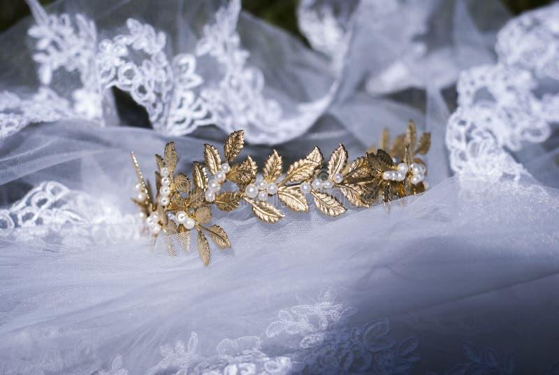 Крона и вуаль невесты стоковое изображение