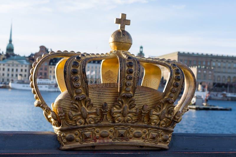 Крона на мосте в Стокгольме, Швеции стоковые фото