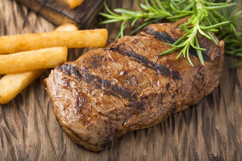 Круглое жаркое говядины - зажаренная юкка Взгляд сверху стоковая фотография
