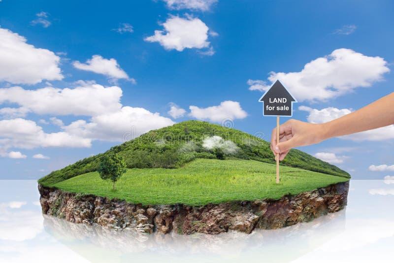 Круглое поперечное сечение земли почвы с землей земли Символ дома со штырем положения и зеленой травой в продаже или свойстве нед стоковое изображение