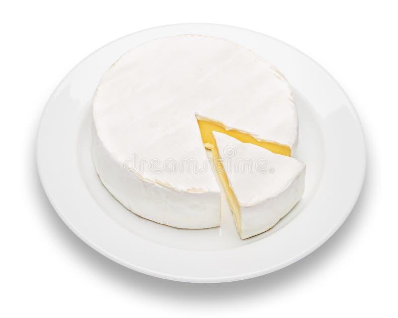 Круглые бри или сыр camambert на предпосылке белизны плиты стоковая фотография