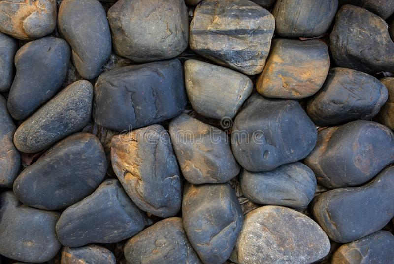 Круглый каменный вымощать Естественный взгляд сверху каменного masonry Текстура фото камешка взморья Поверхность каменной стены стоковое изображение