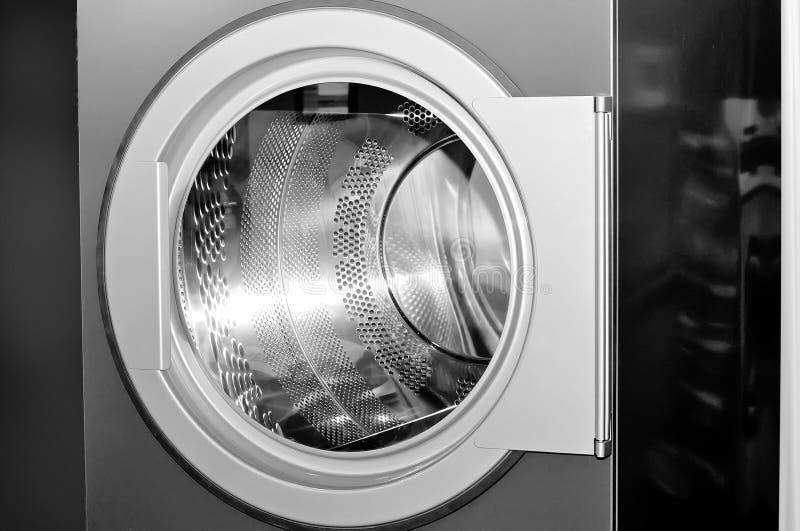 Круглый люк загрузки промышленной стиральной машины стоковые фото