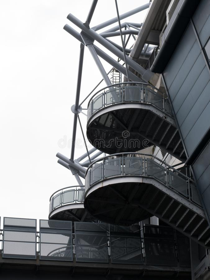 Круговая лестница металла на заде стадиона парка GAA Croke в Дублине, Ирландии стоковые изображения rf