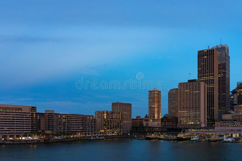 Круговой городской пейзаж набережной в вечере Австралия Сидней стоковая фотография