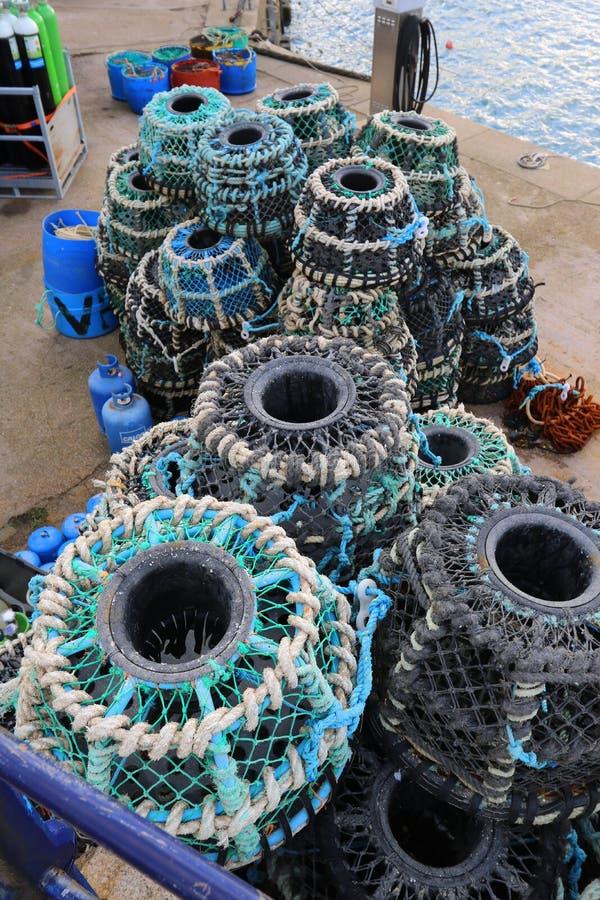 Круговые баки омара на набережной гавани стоковые фотографии rf