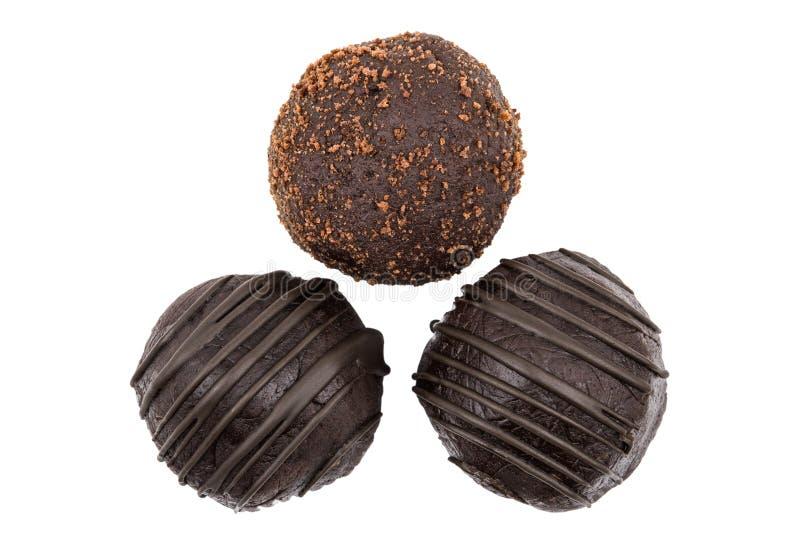 Круглый шоколадный торт 3 изолированный на белой предпосылке стоковые фото