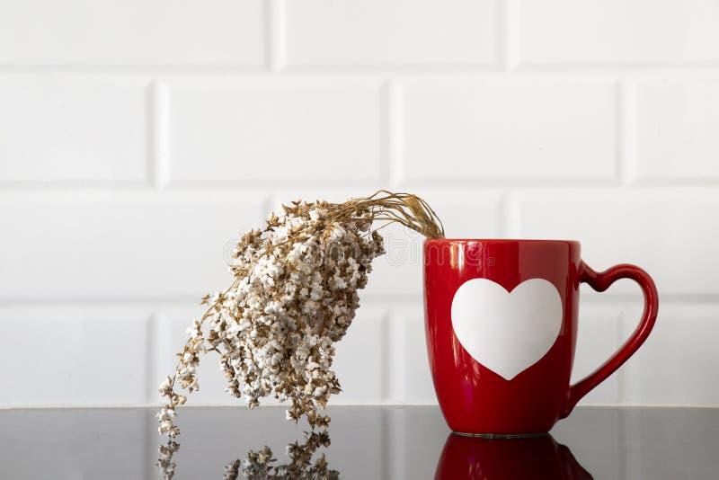 кружка кофе и хворостина пшена стоковые фотографии rf