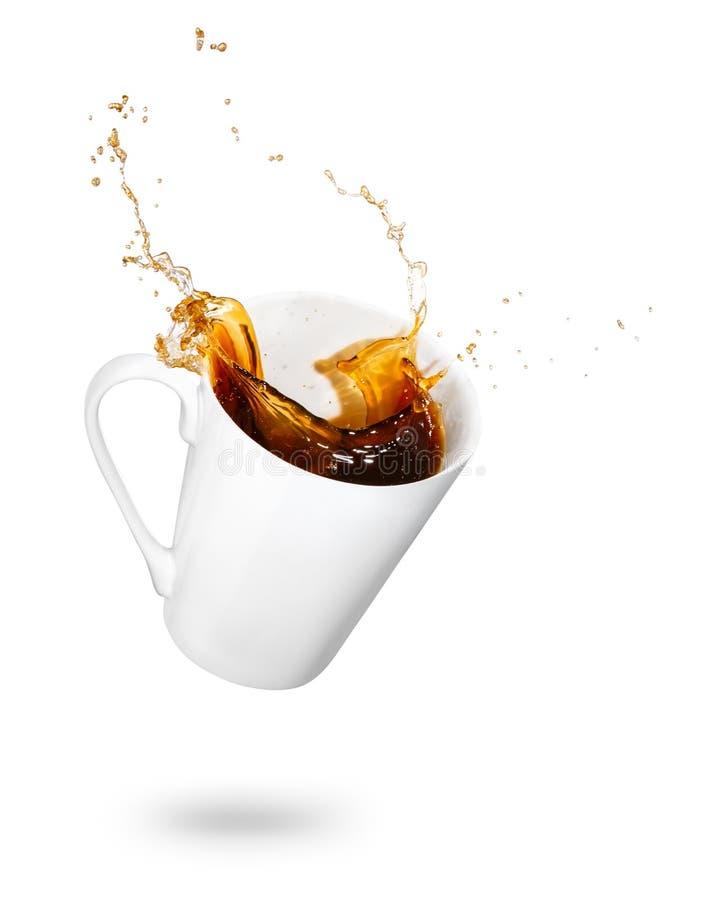 Кружка разливать кофе стоковые фото
