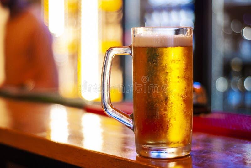 Кружка свежего пива стоковая фотография